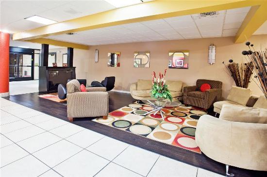 La Quinta Inn & Suites Memphis Airport Graceland: Lobby view