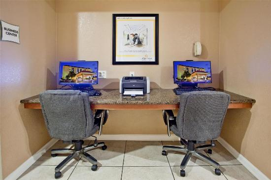 La Quinta Inn & Suites Memphis Airport Graceland: Business center