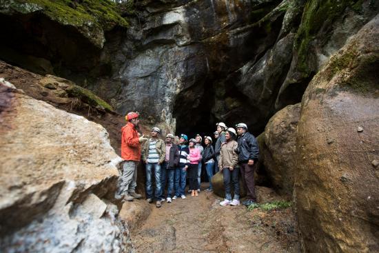 Val-des-Monts, كندا: The cave - la caverne