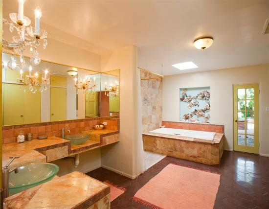 Nogales, AZ: Luxury Bathroom