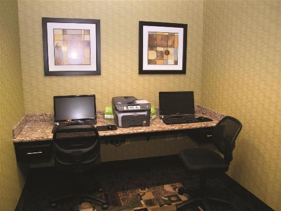 La Quinta Inn & Suites Bryant: Business center