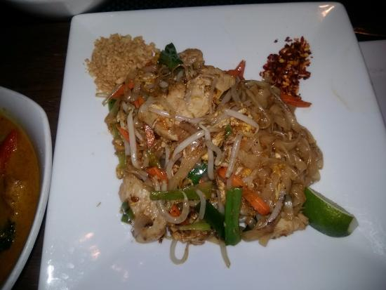 Sabai Sabai - Thai Restarant & Wine Bar: Pad Thai with chicken