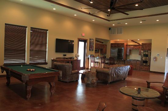 Flying L Hill Country Resort: Lapham's Lodge