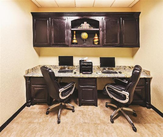 La Quinta Inn & Suites DFW Airport West - Bedford: Business center