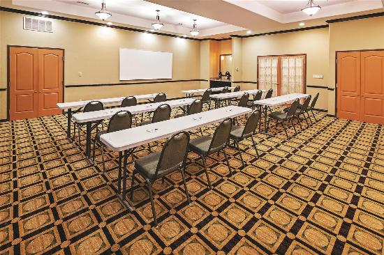 La Quinta Inn & Suites DFW Airport West - Bedford: Meeting room