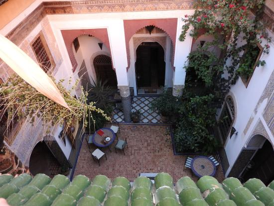 Riad El Ma : Another view of the atrium
