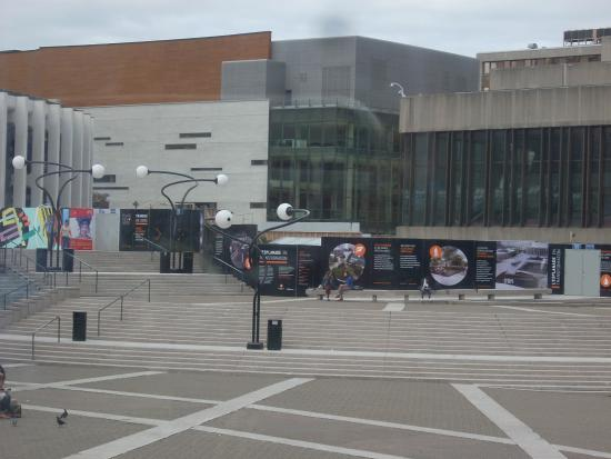 Place des Arts : Vista de la Plaza