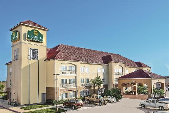 La Quinta Inn & Suites Mercedes: Exterior view
