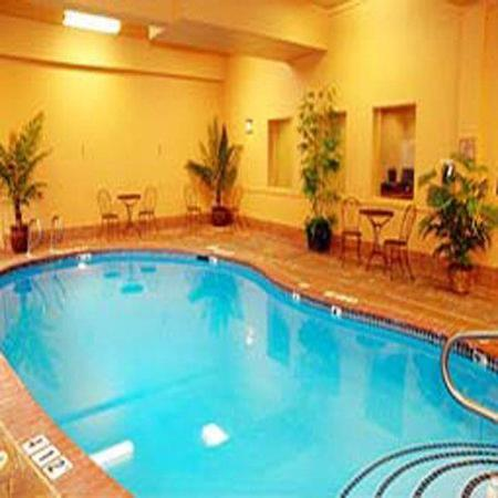 La Quinta Inn & Suites Vancouver: Pool view
