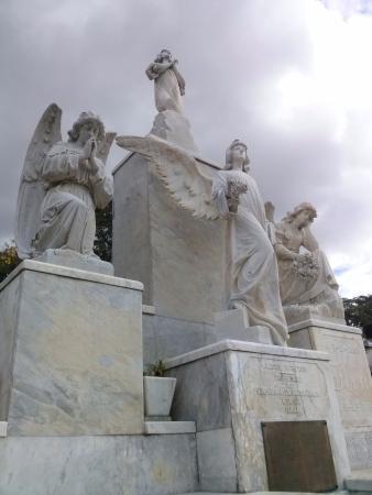 Nossa Senhora Aparecida Municipal Cemetery