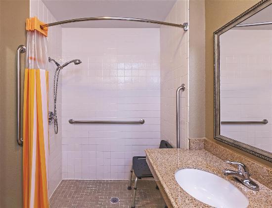 La Quinta Inn & Suites Paris: Guest room