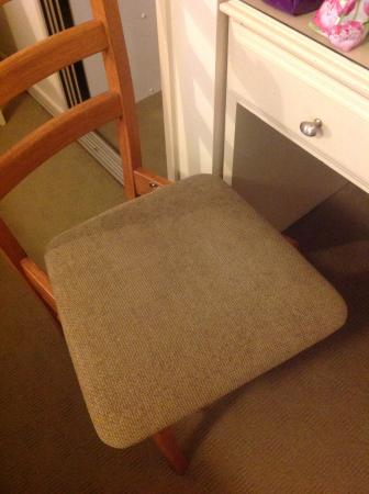 Lake Hume Village, Australia: Chair needs fixing