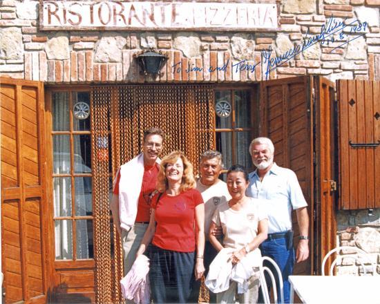 Panicarola, Italia: In front of La Cascina with Ferruccio