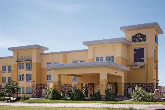 La Quinta Inn & Suites Ft. Worth - Forest Hill: Exterior view