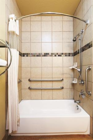 La Quinta Inn & Suites Ft. Worth - Forest Hill: Guest room