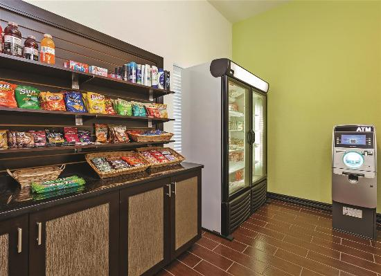 La Quinta Inn & Suites Ft. Worth - Forest Hill: Property amenity