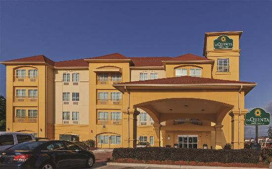 Photo of La Quinta Inn & Suites Woodlands Northwest Magnolia