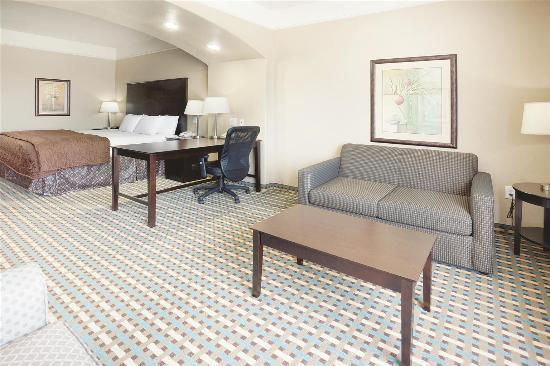 La Quinta Inn & Suites Port Lavaca: Guest room