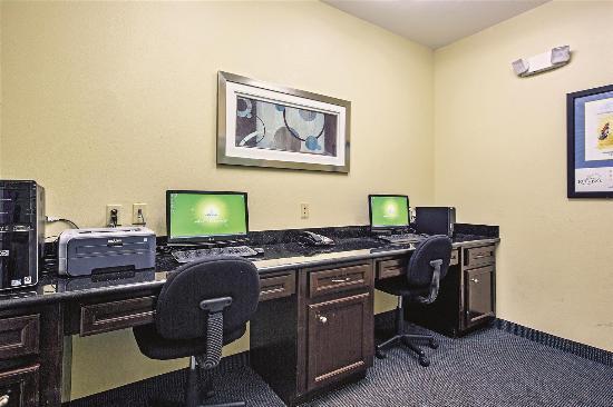 New Caney, TX: Business center