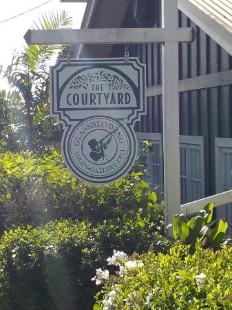 ‪Courtyard Cafe‬