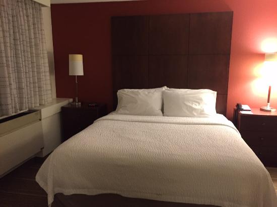 Residence Inn by Marriott Minneapolis Edina: ベッドルーム