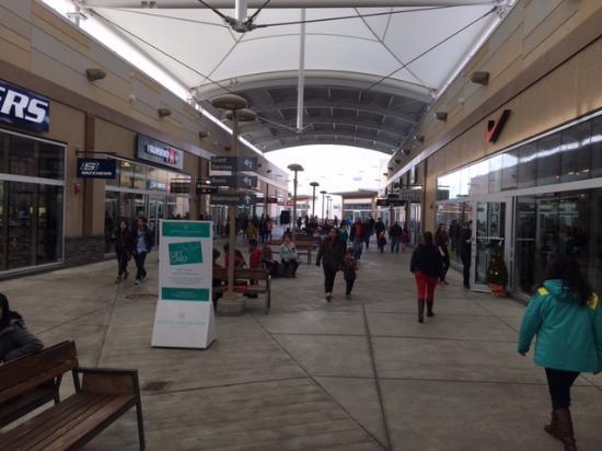 Fashion outlet mall niagara falls ontario