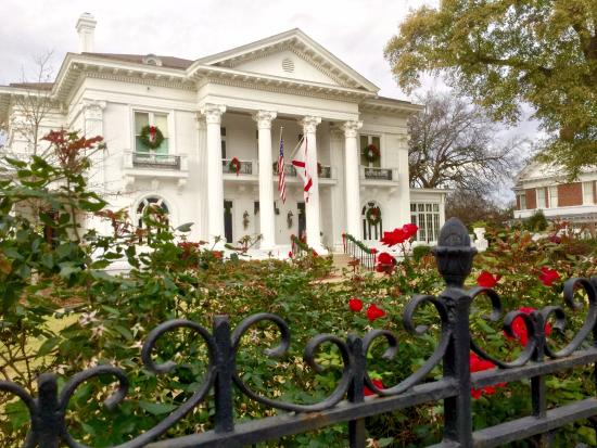 Governor's Mansion: Front from the fence.