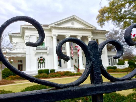 Governor's Mansion: Gate close-up.