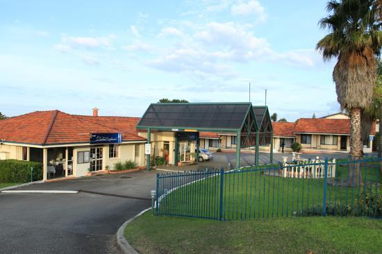 Sleepwell Motel Exterior
