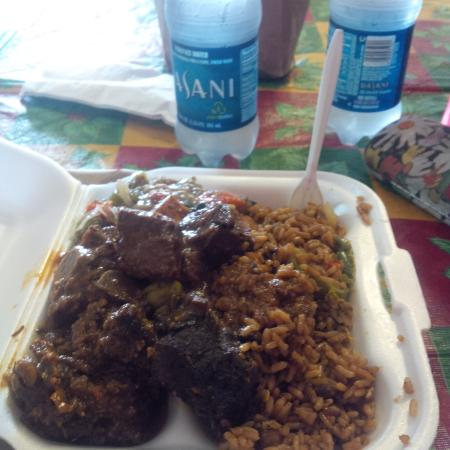 Singh's Fast Food Restaurant : Pilau, stew goat and stew beef with okra