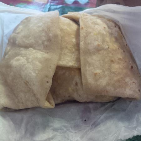 Singh's Fast Food Restaurant: curry goat roti