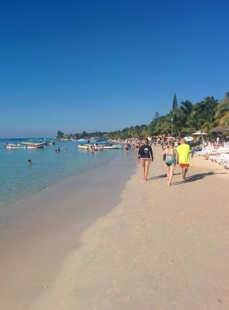 Paradise Beach Hotel: Paradise Hotel beach