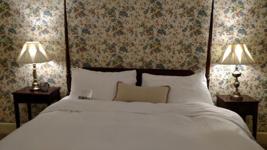 Inn at Stockbridge: bedroom in the inn