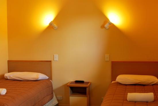New Castle Motor Lodge: bedroom