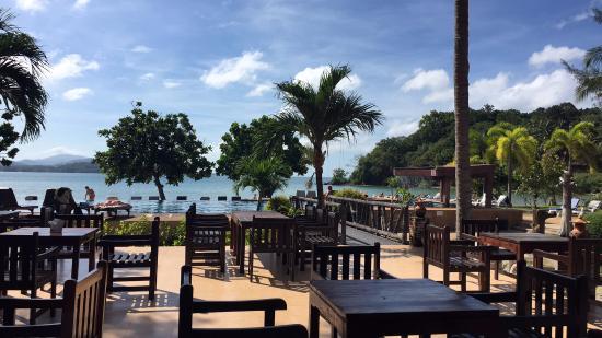 Kaw Kwang Beach Resort: Pool view from Restaurant