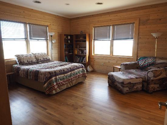 Canyonlands Lodging: Queen Bedroom