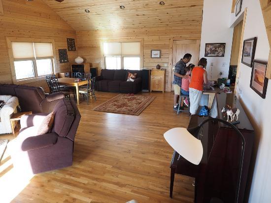 Canyonlands Lodging: Living Room