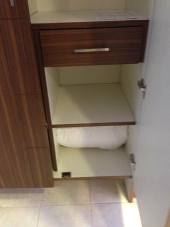 Ooty - Elk Hill, A Sterling Holidays Resort: wardrobe with safe n blanket