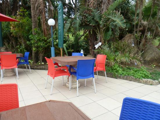 Mariners Restaurant: Outside seating area
