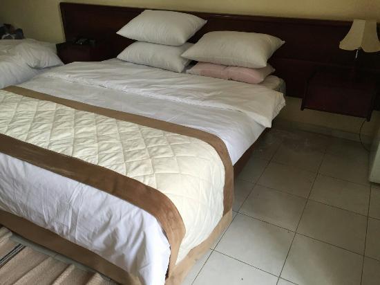 Ali Baba Hotel: اذا عجبتك الفرشات دي اتصل  العنوان فلسطين الخليل الهاتف 0599977741