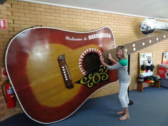 Narrandera, Australia: Playing a tune...