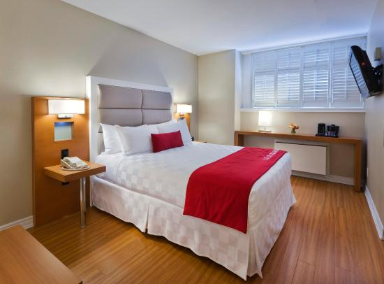 The Strathcona Hotel: Smart Room One Queen Bed