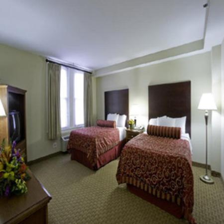 Commonwealth Park Suites Hotel: Double Room