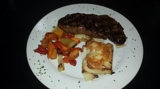 Peoria Heights, IL: Bourbon Bar and cuisine!