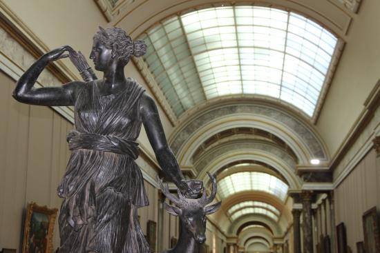 Bronze artemis la biche photo de mus e du louvre paris tripadvisor - Musee du louvre billet coupe file ...