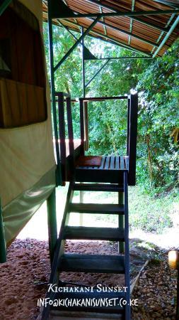 Sekenani Camp: entrance