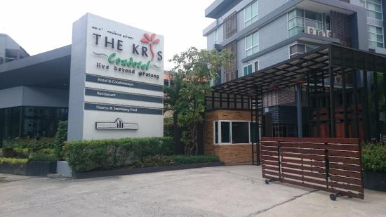 The Kris Residence: въезд