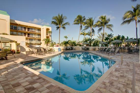 Boca Raton Plaza Hotel and Suites: Pool