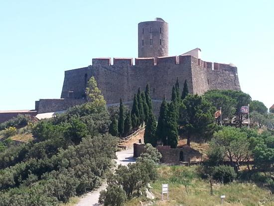 Pierre et Vacances Residence Les Balcons de Collioure : chateau à visiter. Y aller à pied, superbe ballade