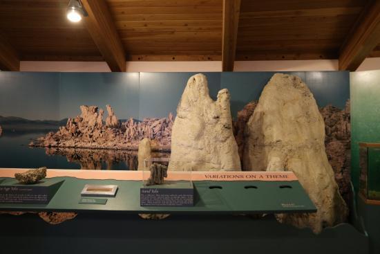 Lee Vining, Καλιφόρνια: Mono Basin Scenic Area Visitor Center #3